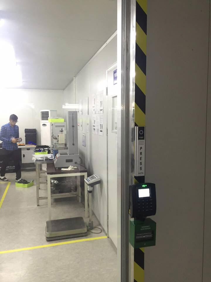 Lắp đặt thiết bị kiểm soát cửa tại nhà máy Woosung Electronics