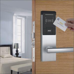 Khóa cửa bằng thẻ từ tiện lợi