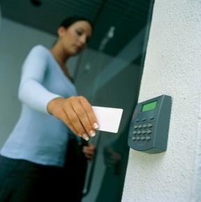 kiểm soát thang máy bằng thẻ điện từ