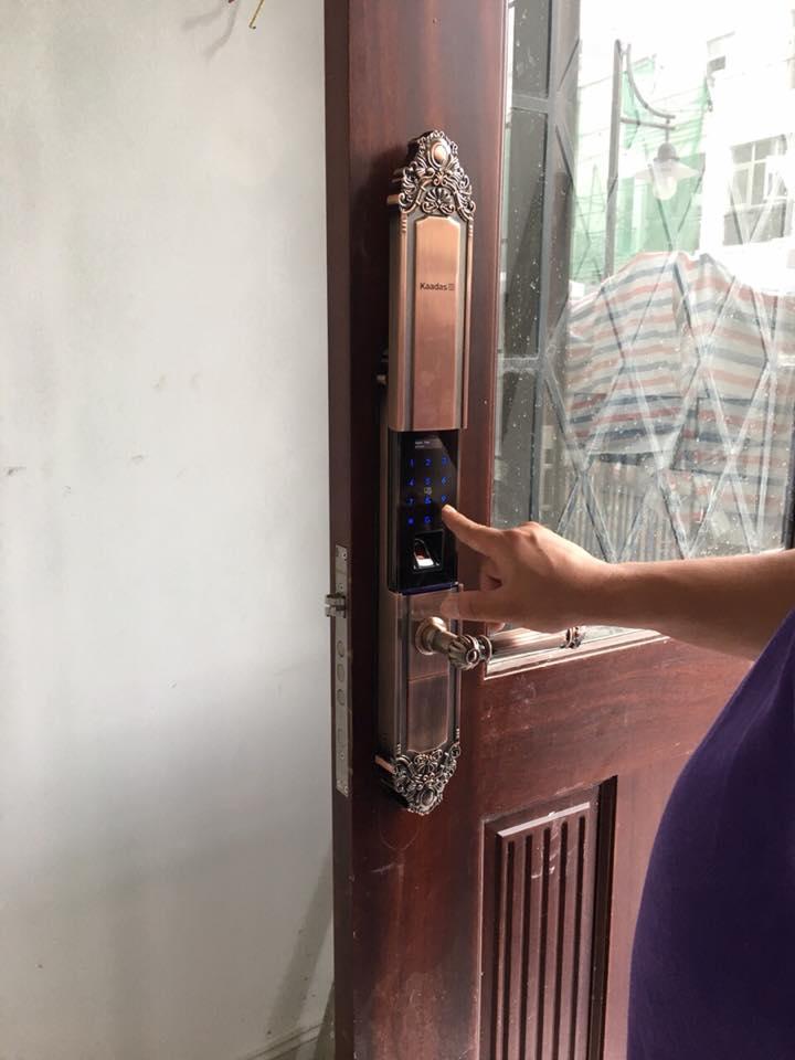 Khóa vân tay phòng khách và phòng ngủ biệt thự Vinhome Long Biên